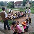 學生集中參加診療牙齒活動