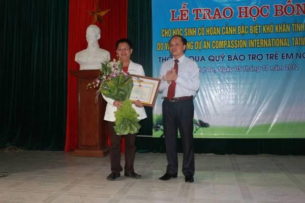 Nhận bằng khen do chủ tịch UBND tỉnh Nghệ An trao tặng C.I