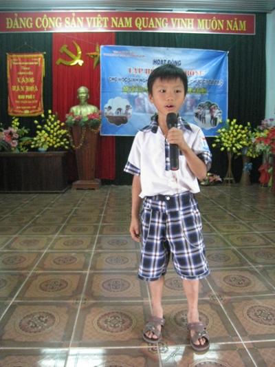 (6)阮文法孩童唱歌