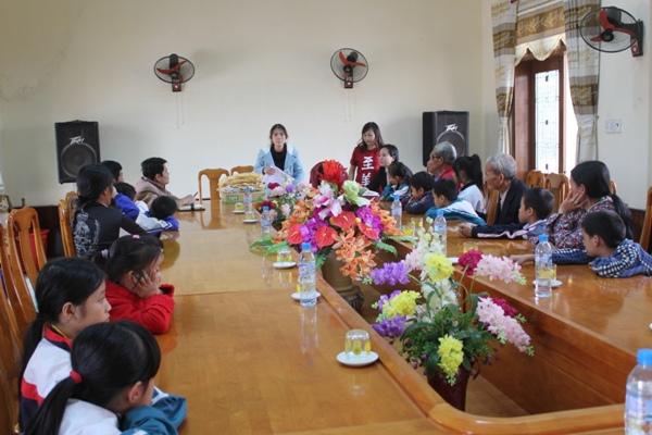 工作站與孩童和家長說明受助權利和義務.jpg
