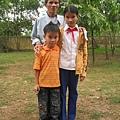 兩個姐弟和爺爺.jpg