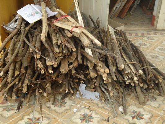 家長提供白米與木材 (1).JPG