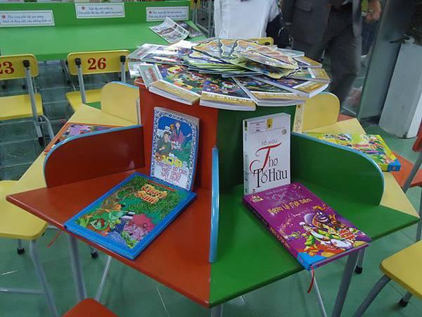 新型的讀書桌.JPG