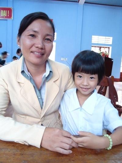 小江和母親合照.JPG