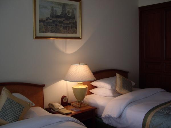 38_2008042703_飯店房間.JPG