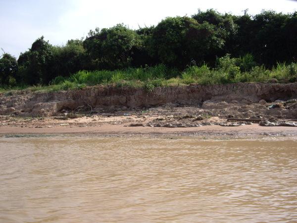 54_2008042706_洞里薩湖_黃澄澄的湖水.JPG