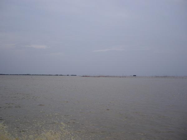 66_2008042711_洞里薩湖_天海一線.JPG