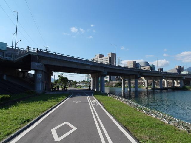 基隆河自行車道 (2).JPG