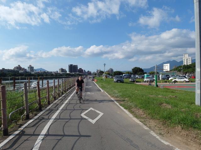 基隆河自行車道 (12).JPG