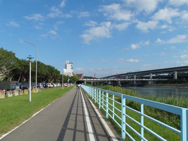 基隆河自行車道 (13).JPG