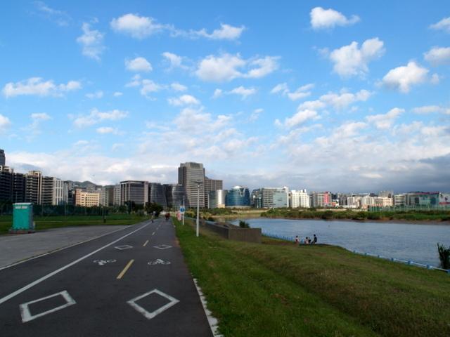 基隆河自行車道 (35).JPG