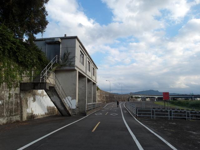 基隆河自行車道 (38).JPG