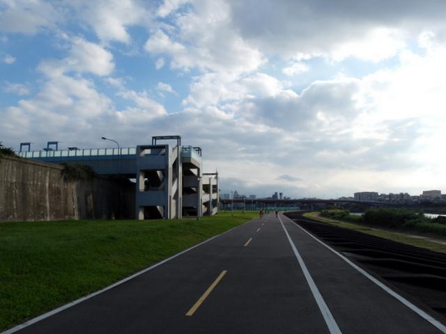 基隆河自行車道 (40).JPG