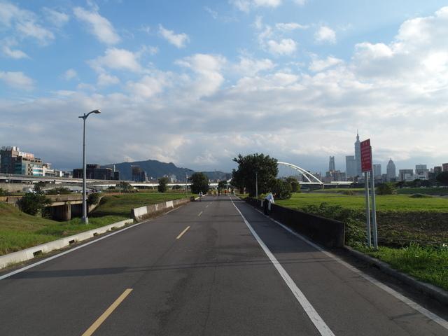 基隆河自行車道 (43).JPG