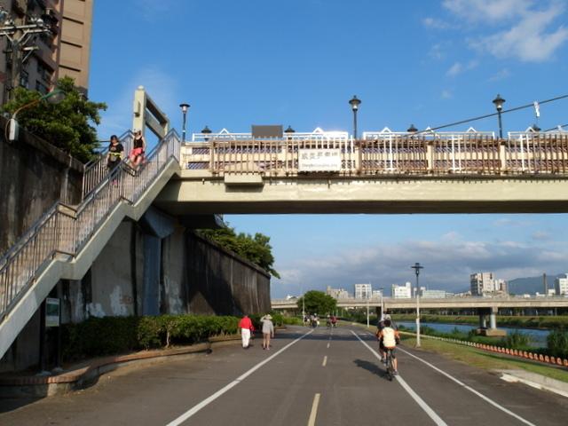 基隆河自行車道 (54).JPG
