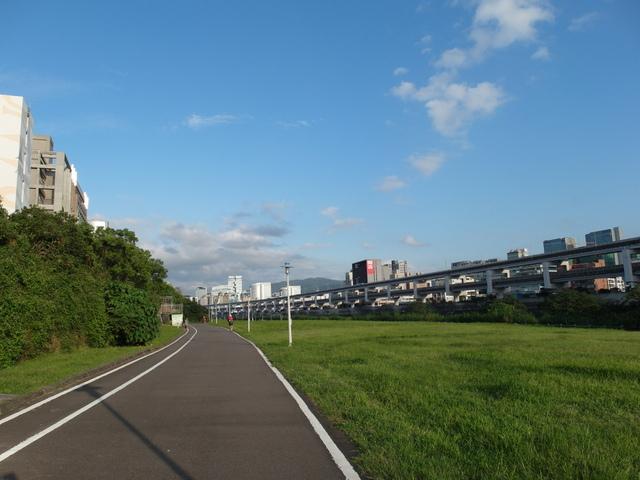 基隆河自行車道 (64).JPG