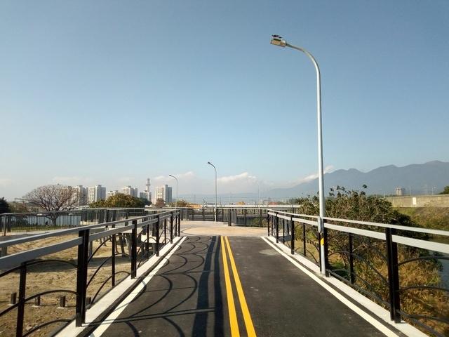 基隆河自行車道 (141).jpg