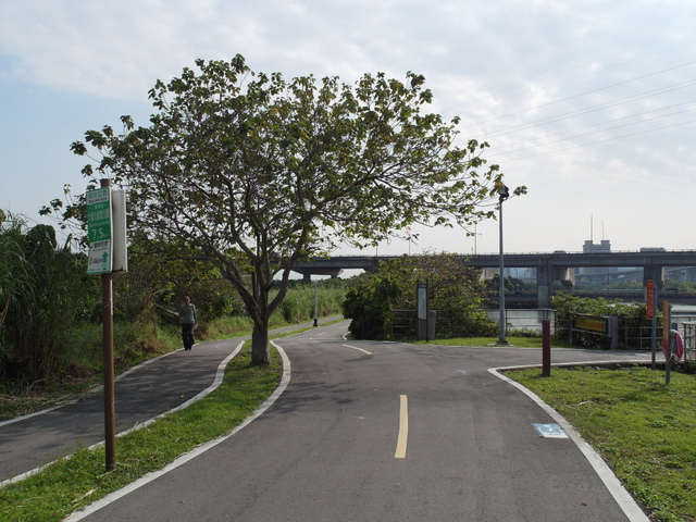八里左岸自行車道 (33).jpg