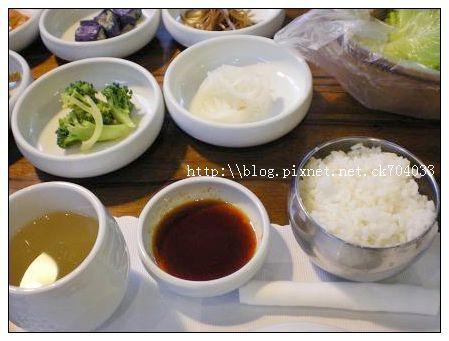 台中李家長壽韓國料理餐廳-白飯&火鍋醬料.JPG