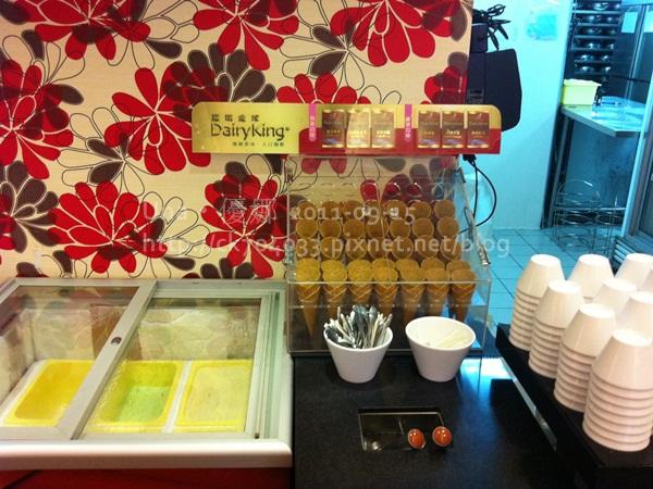 漢口街‧小蒙牛冰淇淋櫃.JPG