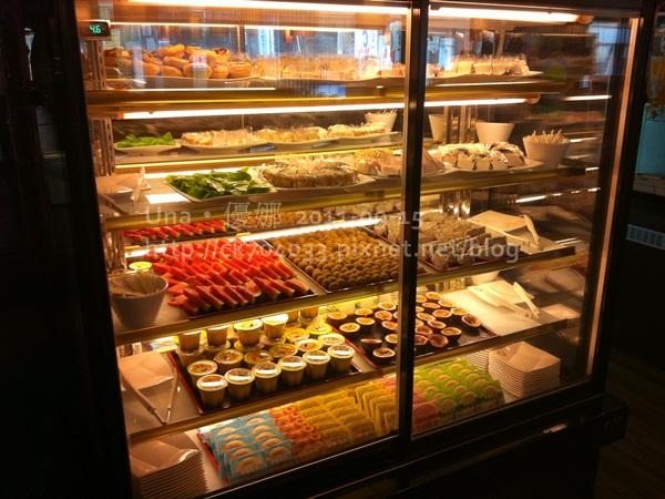 漢口街‧小蒙牛甜點水果櫃1.JPG