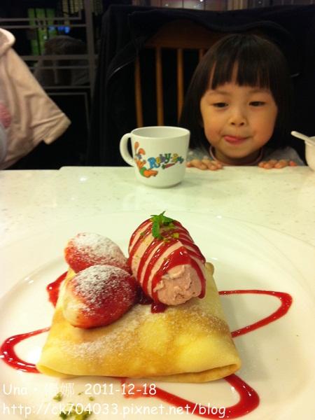 Dazzling thai cafe微風廣場-草莓法式可麗餅3.JPG