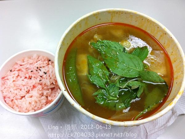 愛家國際餐飲(台北圓滿店)‧素食麻辣臭豆腐鍋-附飯