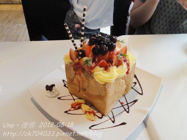chin chin cafe-維多莉亞莓果蜜糖吐司-1
