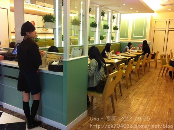 莫凡彼咖啡館(誠品站前店)2