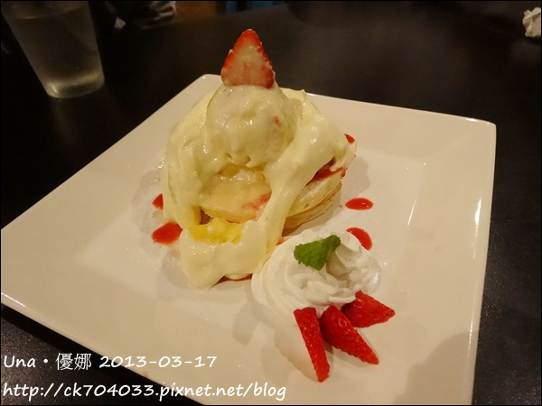 柏林頓花園(天母店)-草莓乳酪煎餅
