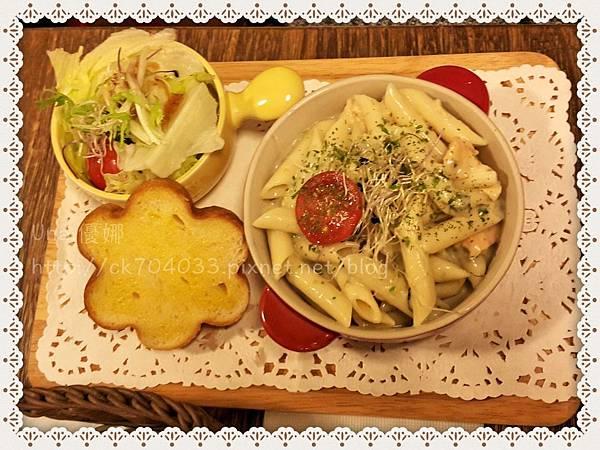 Hana cafe大安店_奶油菠菜鮭魚義大利管麵.JPG