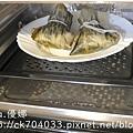 Panasonic 國際牌蒸氣烘烤爐NU-SC100蒸魚蒸冷凍肉粽-0009.JPG