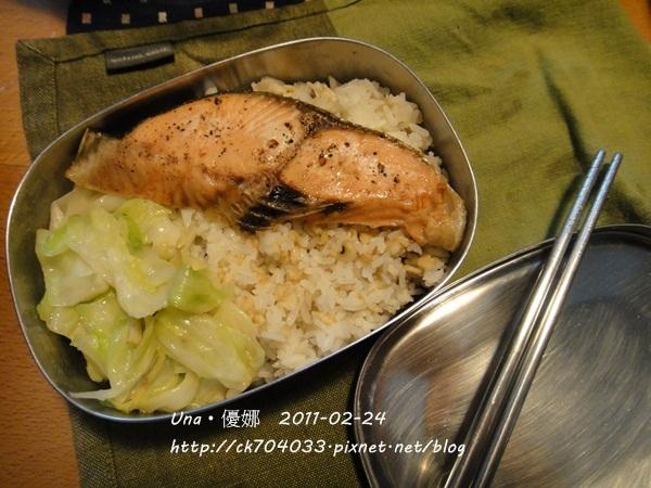 烤薄鹽鮭魚便當1.JPG