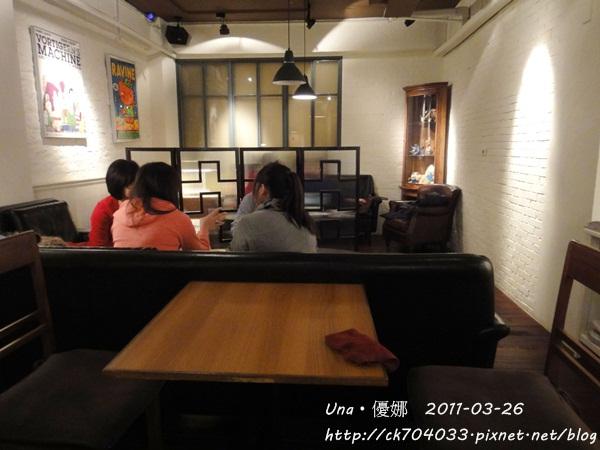 kiki cafe-3.JPG