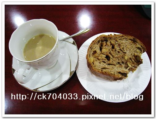 貓豆咖啡&「高雄帕莎蒂娜烘培坊」‧酒釀桂圓冠軍麵包.jpg