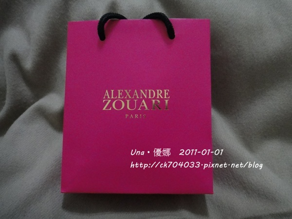 Alexandre Zouari桃紅色的紙袋.JPG