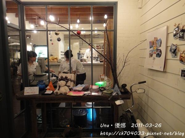 kiki cafe-1.JPG