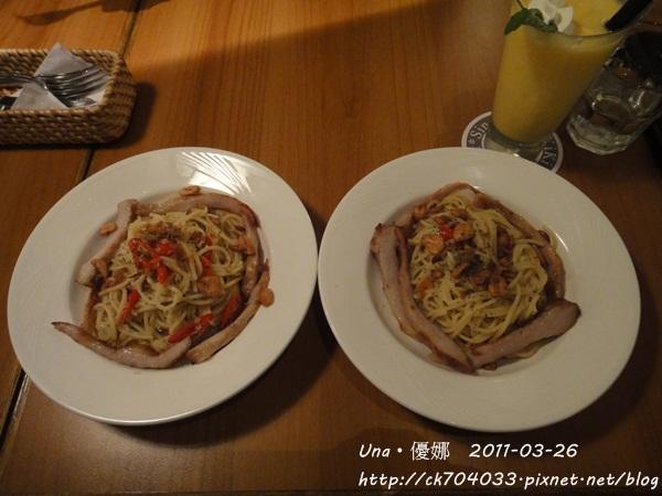 kiki cafe-蒜頭辣椒松阪豬義大利麵1.JPG