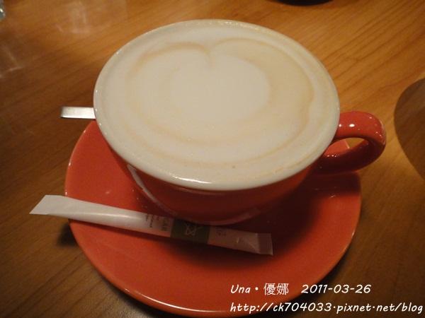 kiki cafe-熱拿鐵.JPG