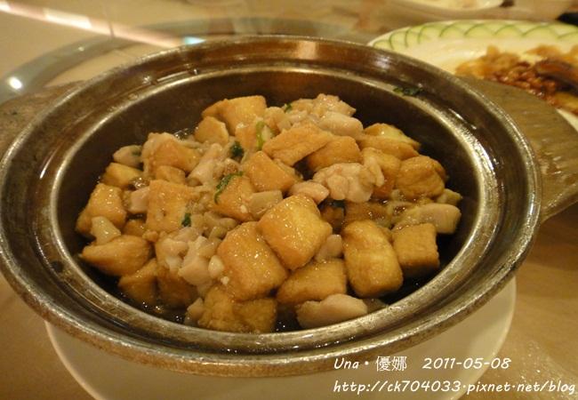 避風塘港式飲茶漁家料理-鹹魚雞粒豆腐煲.JPG