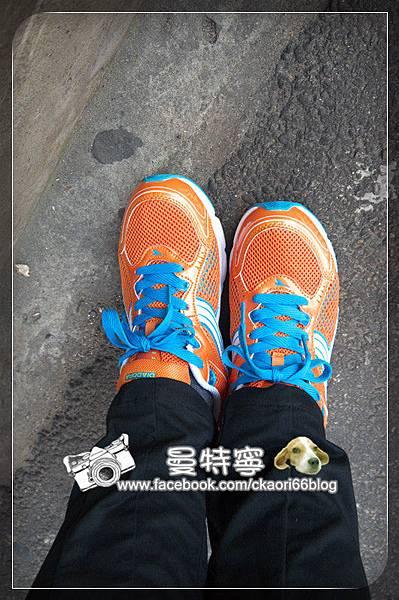 DIADORA輕量路跑鞋