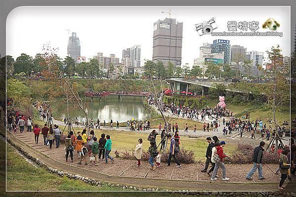秋紅谷公園  四月南風