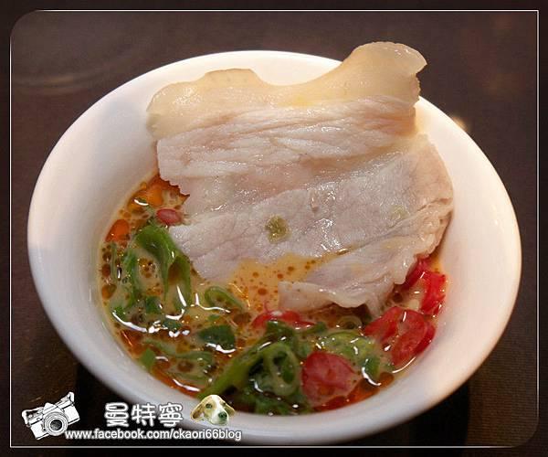 坊間小館炭火酸菜白肉鍋