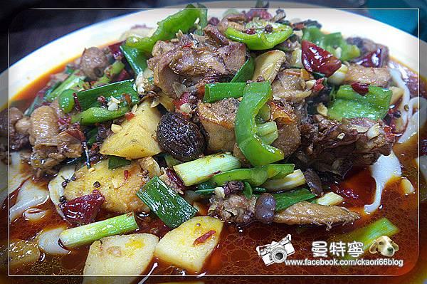 [板橋]小喬新疆羊肉串大盤雞