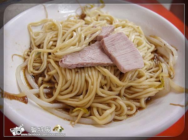 [高雄]六合張排骨酥湯+濃厚舖青草茶