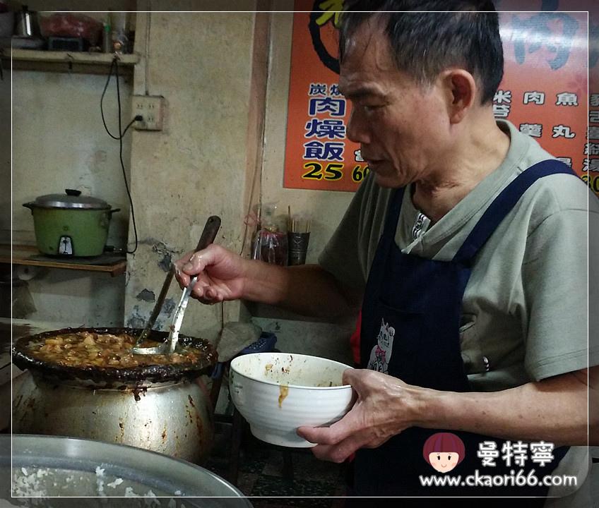 [高雄左營老店小吃]老施炭燒肉燥飯