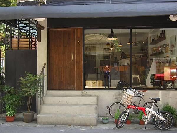 2011.4.24 眼鏡咖啡 (30).JPG