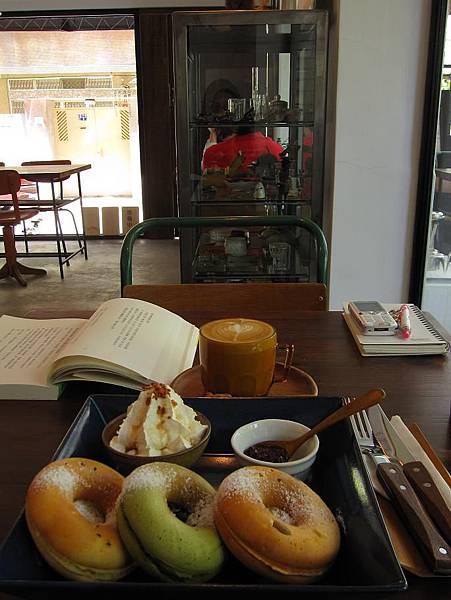 2011.4.24 眼鏡咖啡 (12).JPG