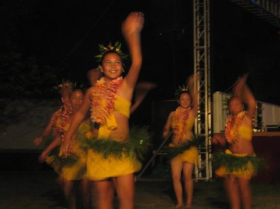 marianas-dancers.jpg