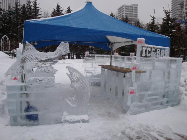 飯店前的冰雕